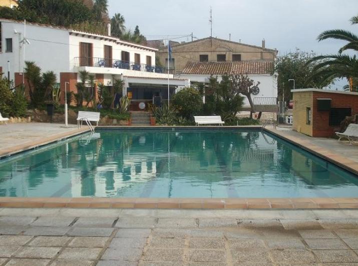 Camping masnou camping y bungalows en el masnou for Piscinas nudistas barcelona